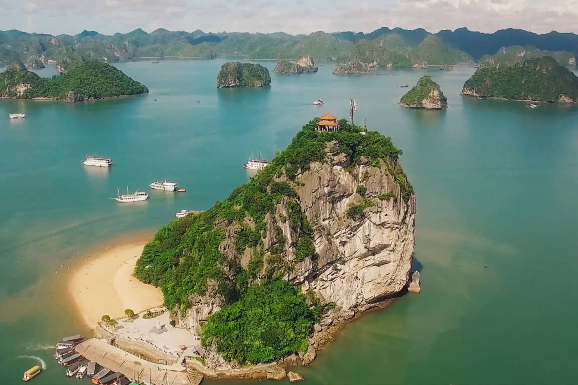 Best time to climb in Halong bay