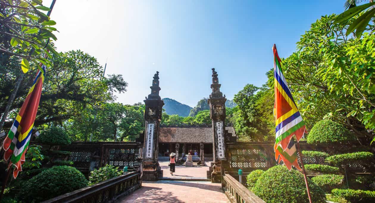 Stroll around Hoa Lu Temple
