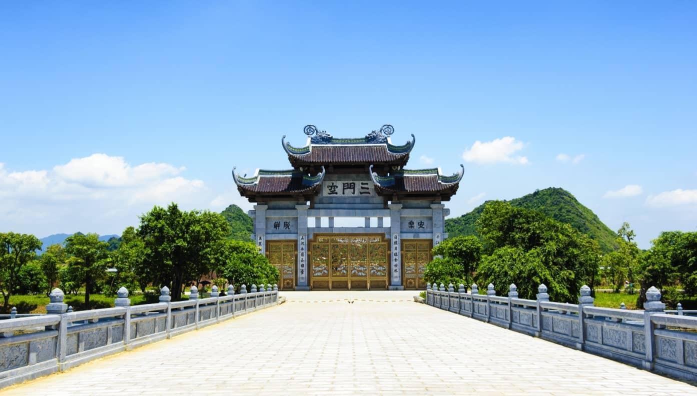 Wander Bai Dinh pagoda