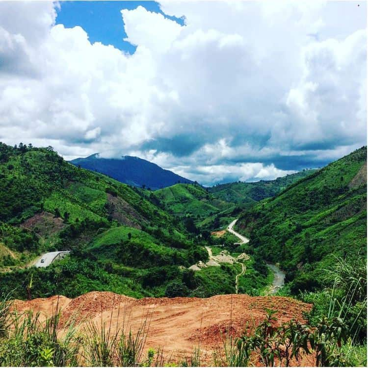 Pu Si Lung Mountain in Vietnam (metrip.vn)