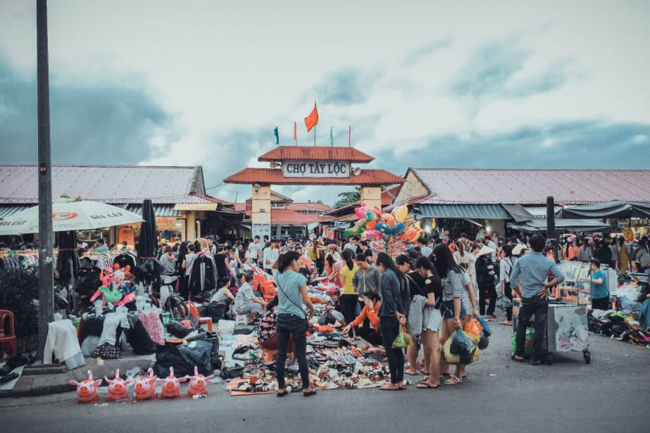 Tay Loc Market - Where to shop in Hue