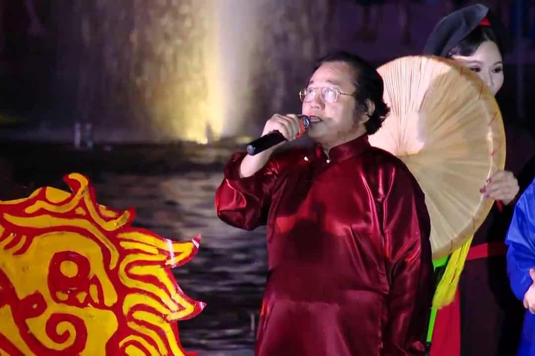 Watch Bai Choi Performance