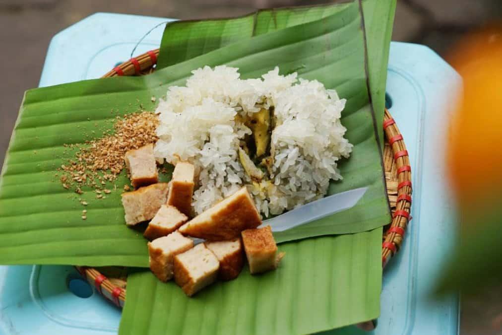 Cake made of glutinous rice - Banh Khuc