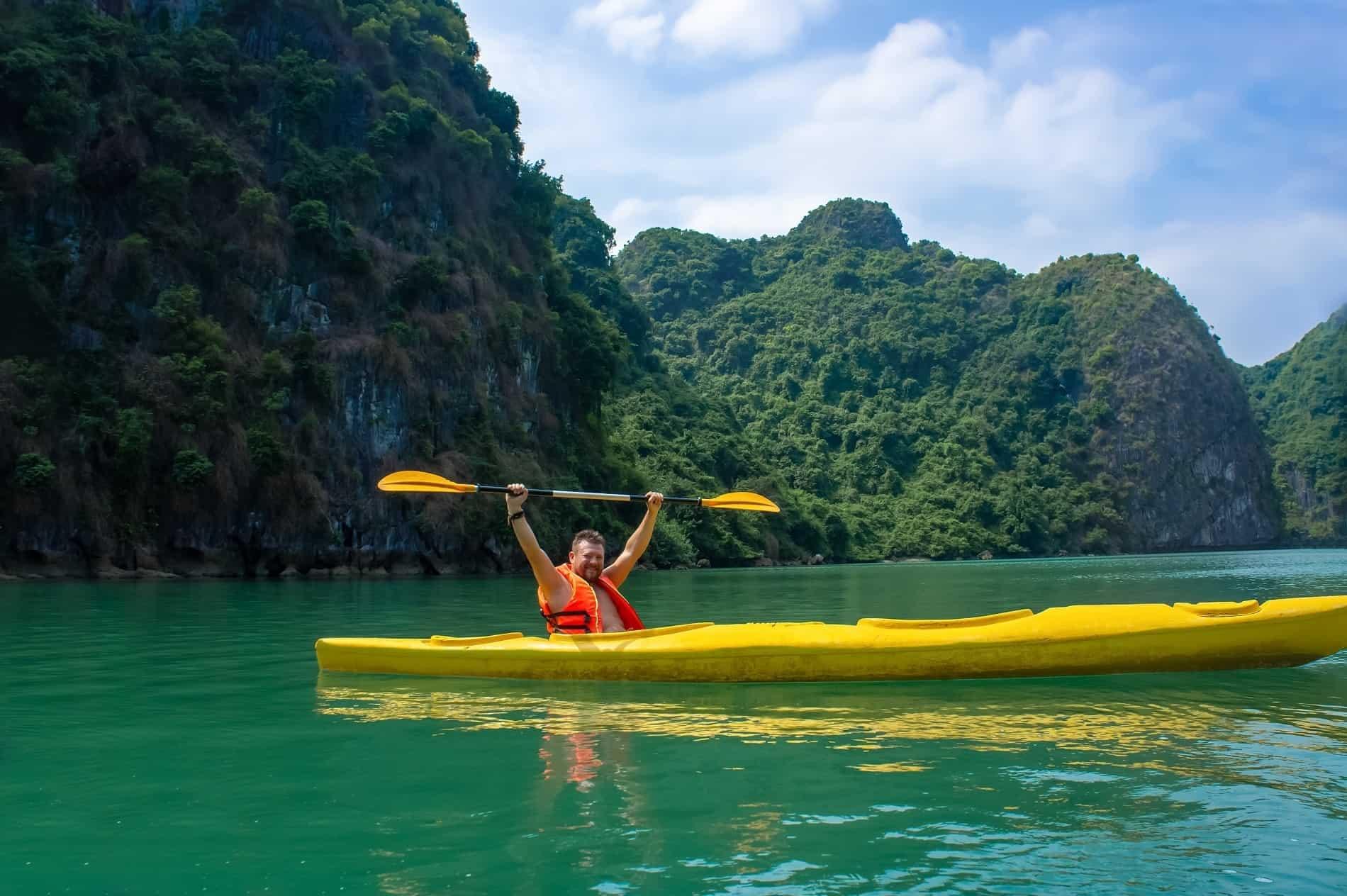 Kayaking in Hon tam island