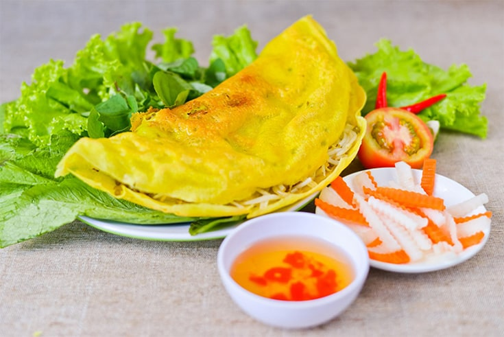 banh xeo - what to eat in Con Market