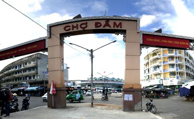 Dam Market near Long Son pagoda Nha Trang