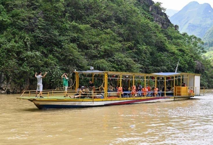 Nho Que River Boat