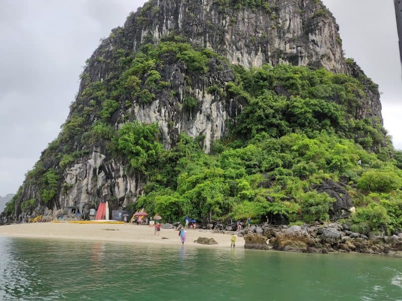 Overview of Hon Co island in halong