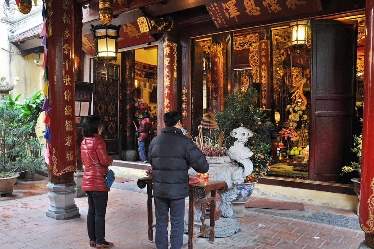 What to do in Bach Ma temple