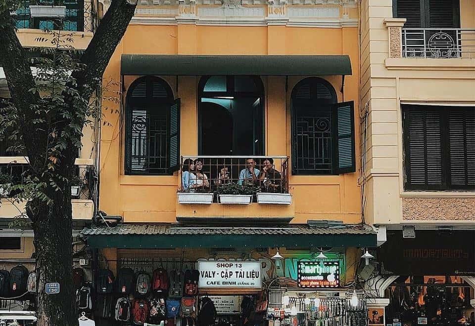 Drink cafe in Dinh Tien Hoang street