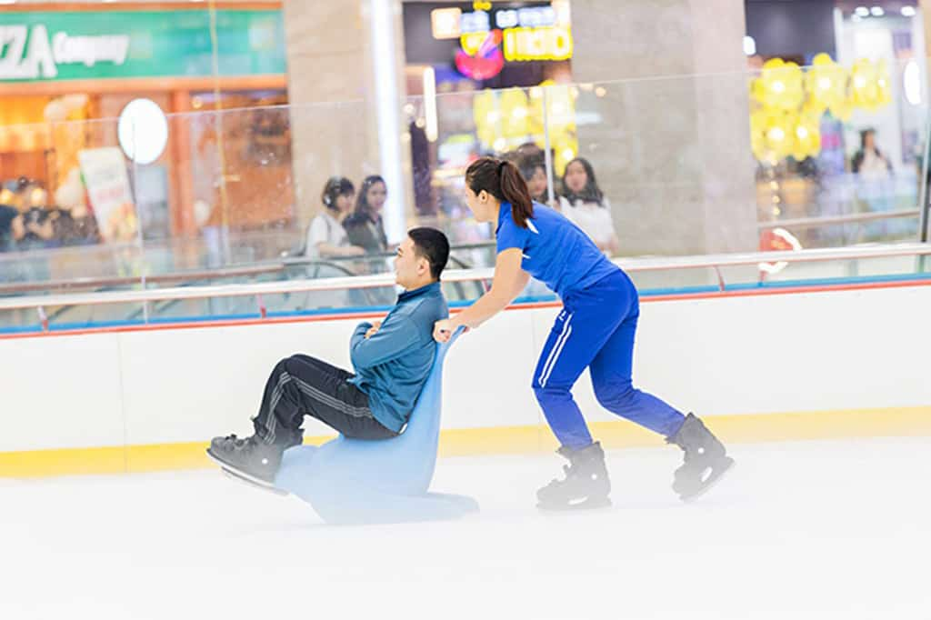 Go Ice-skating in Vincom Royal city