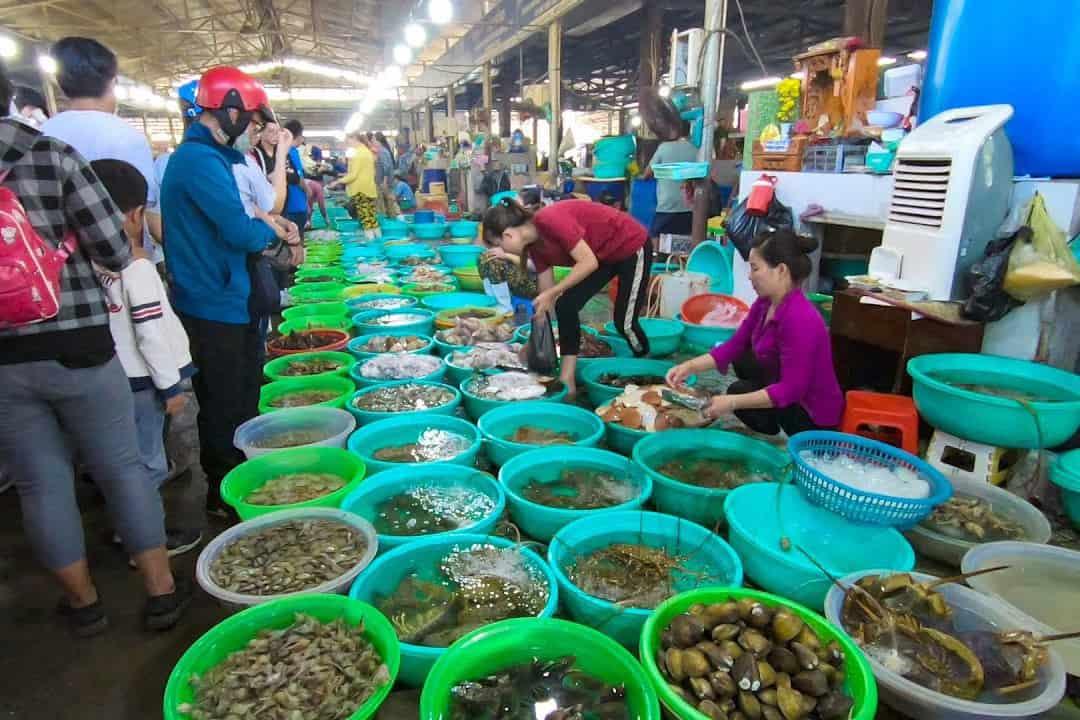 Hang Duong seafood market