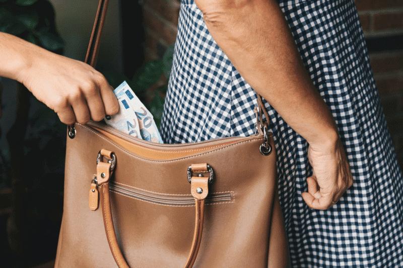 Hanoi Scams Pick Pocket