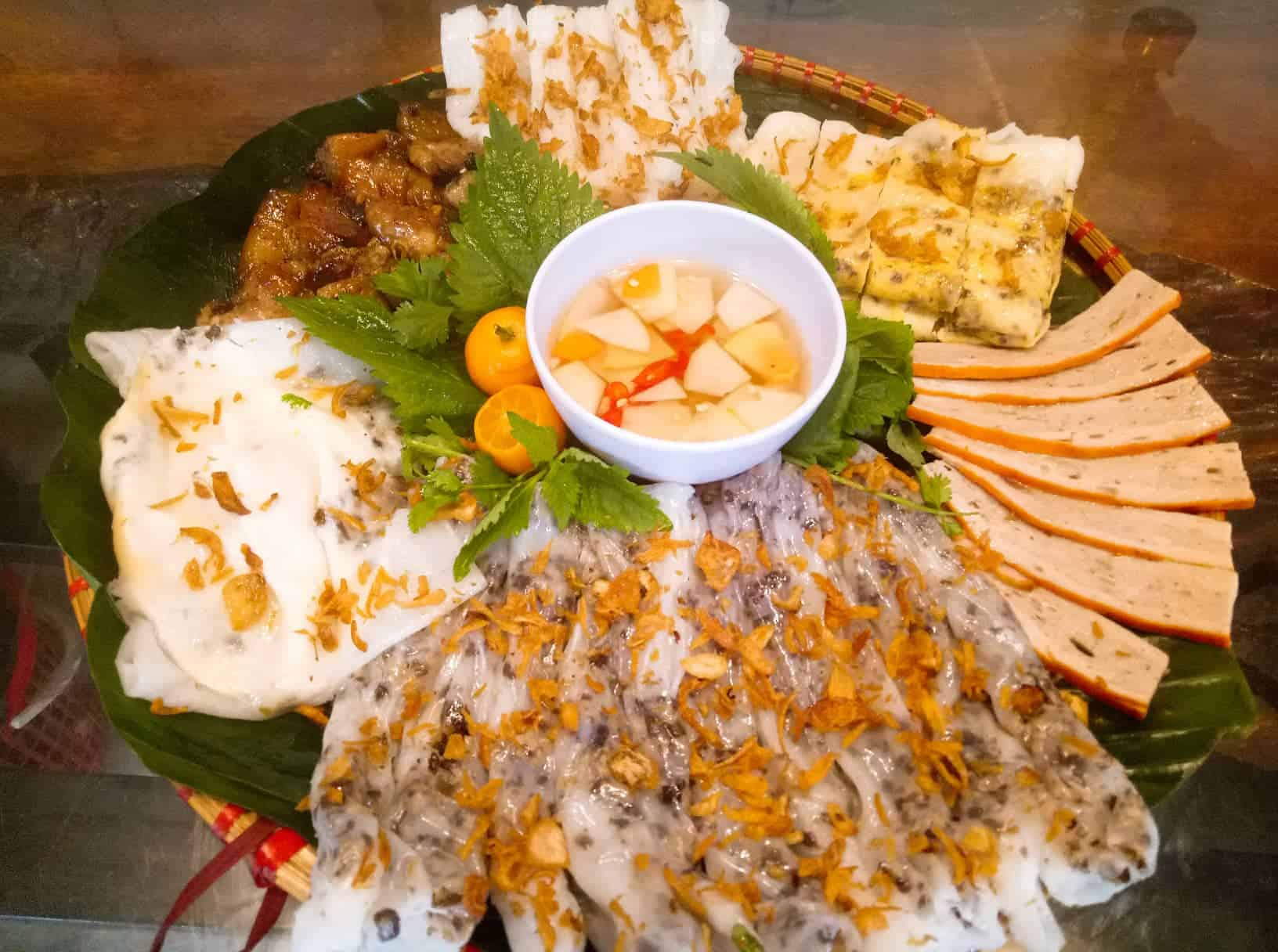 Small-group Hanoi Seafood Tasting by Walking Tour