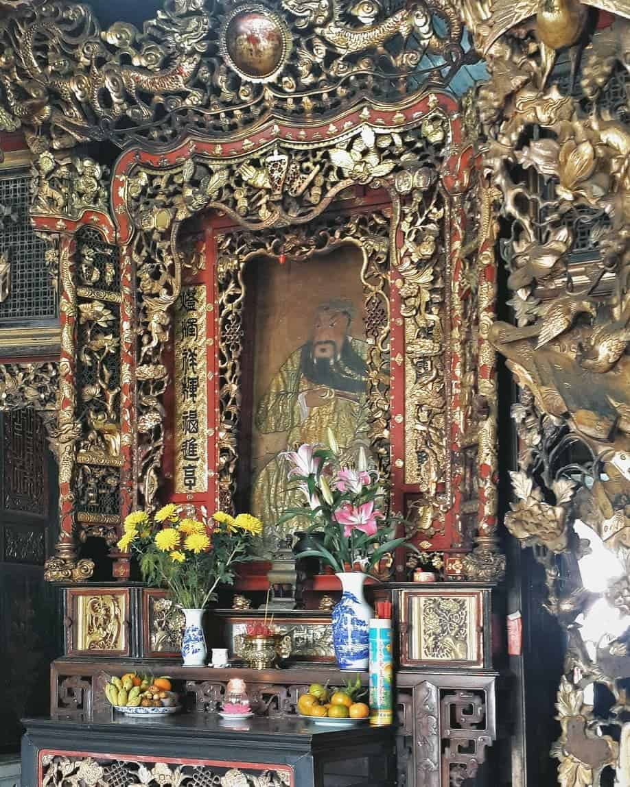 Huynh Thuy Le Old House Altar
