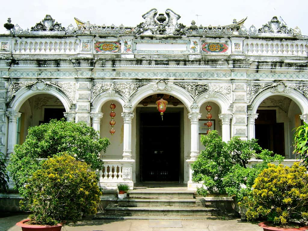 Huynh Thuy Le Old House History