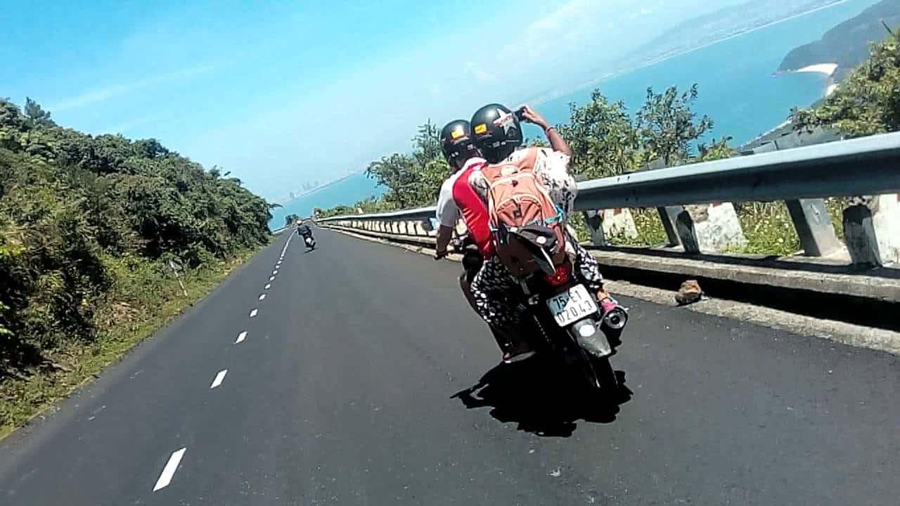 hai-van-pass-racer