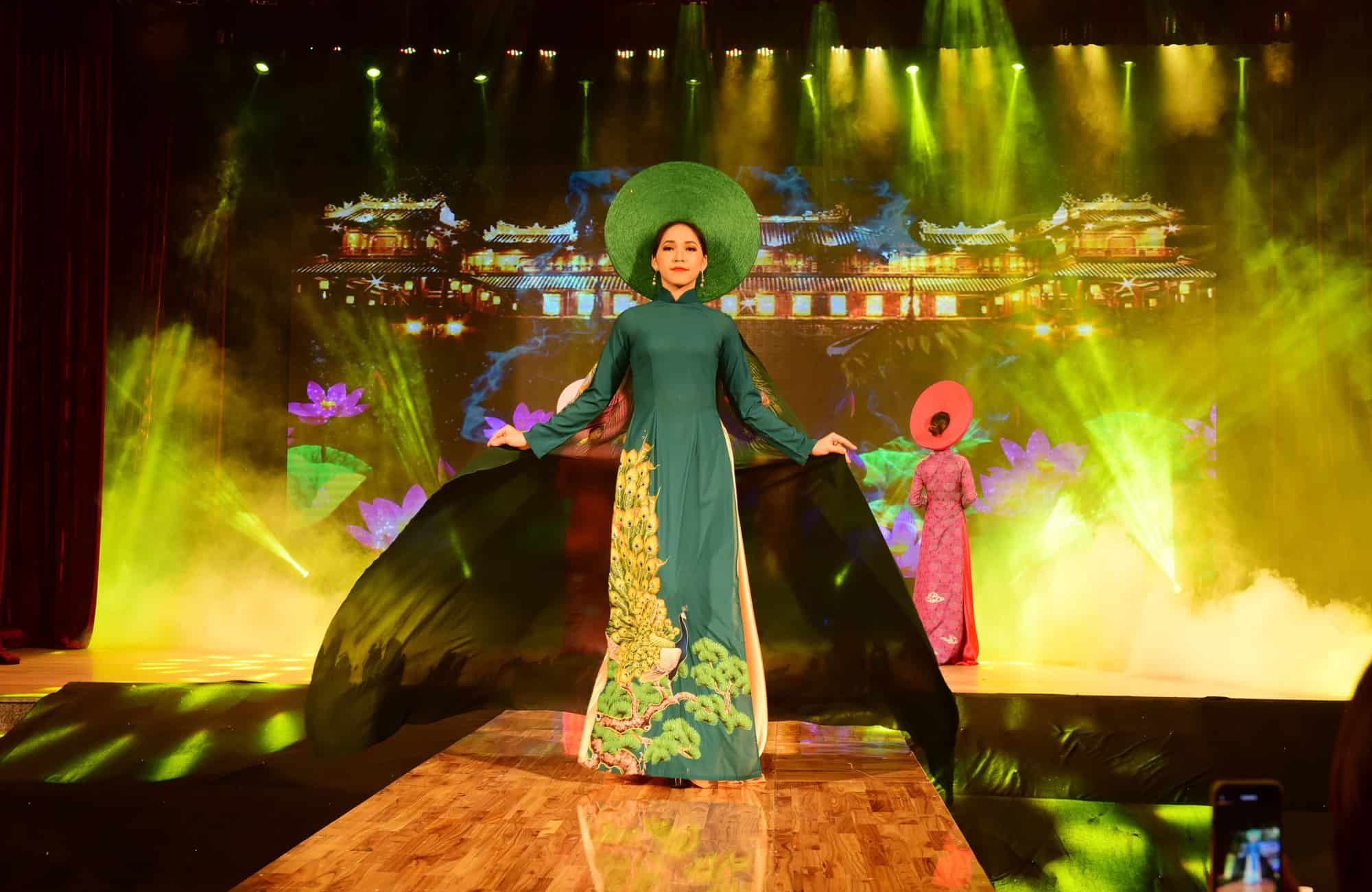 Best Nightlife in Hue Ao Dai Show