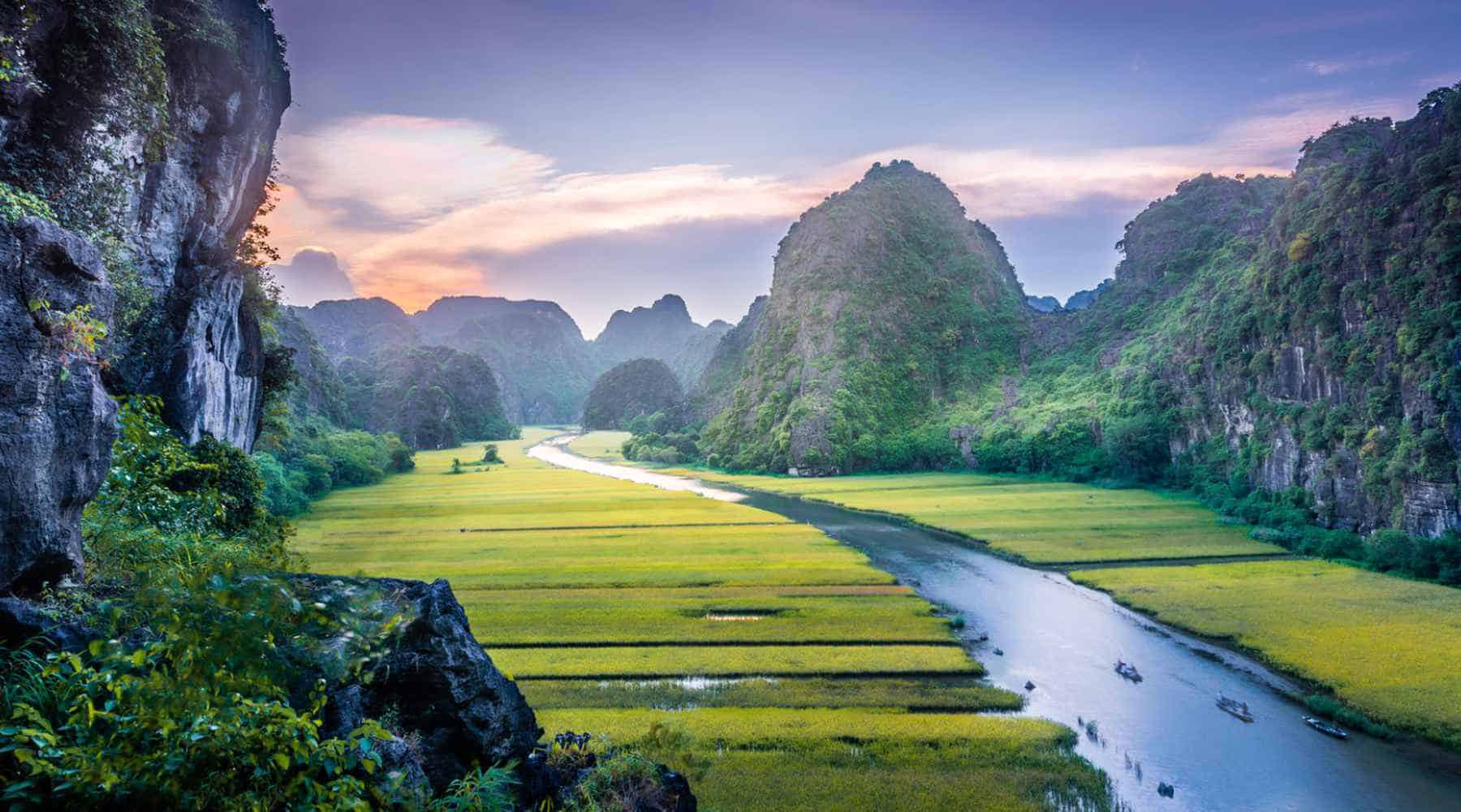 How Far is it from Ninh Binh to Hue