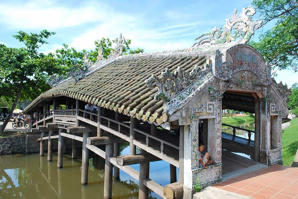 Highlights of Thanh toan bridge