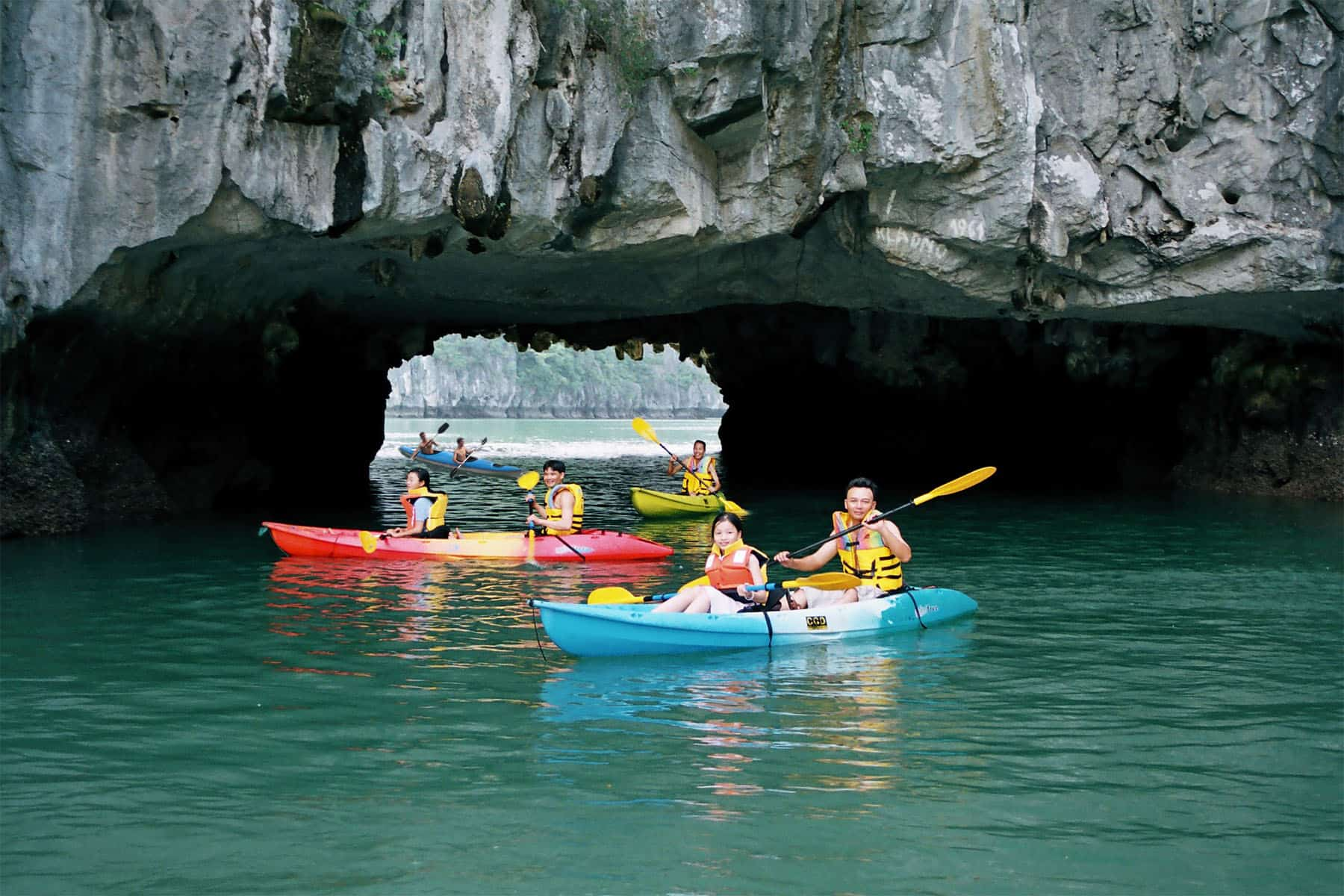 Kayaking to discover the Dark and Light cave