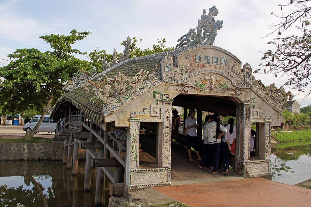 What to see in Thanh toan tile-roofed bridge