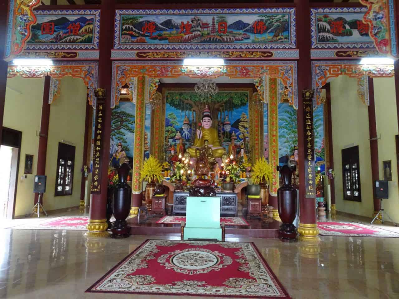 Buu Dai Son Pagoda Inside