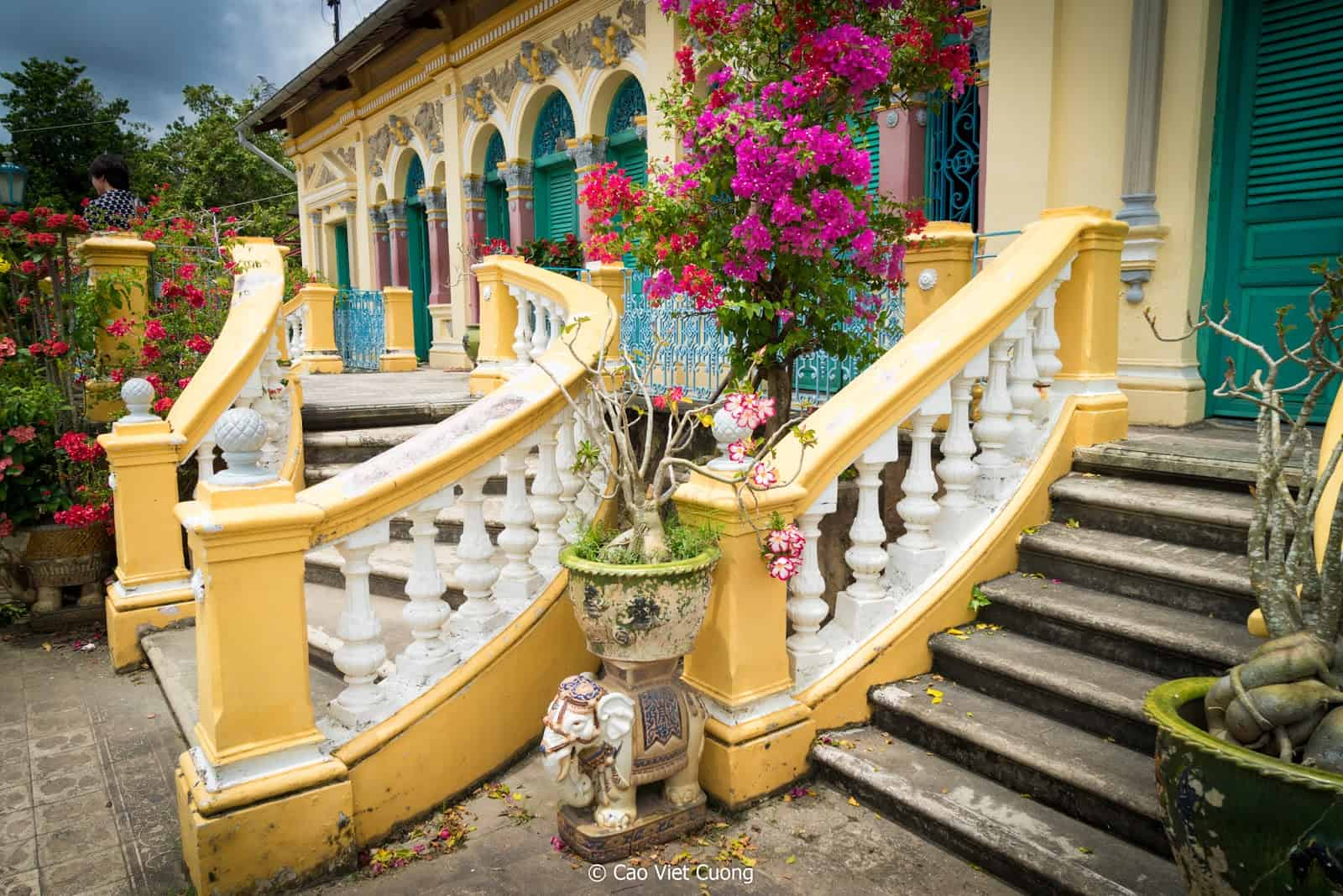 binh-thuy-ancient-house-stairs