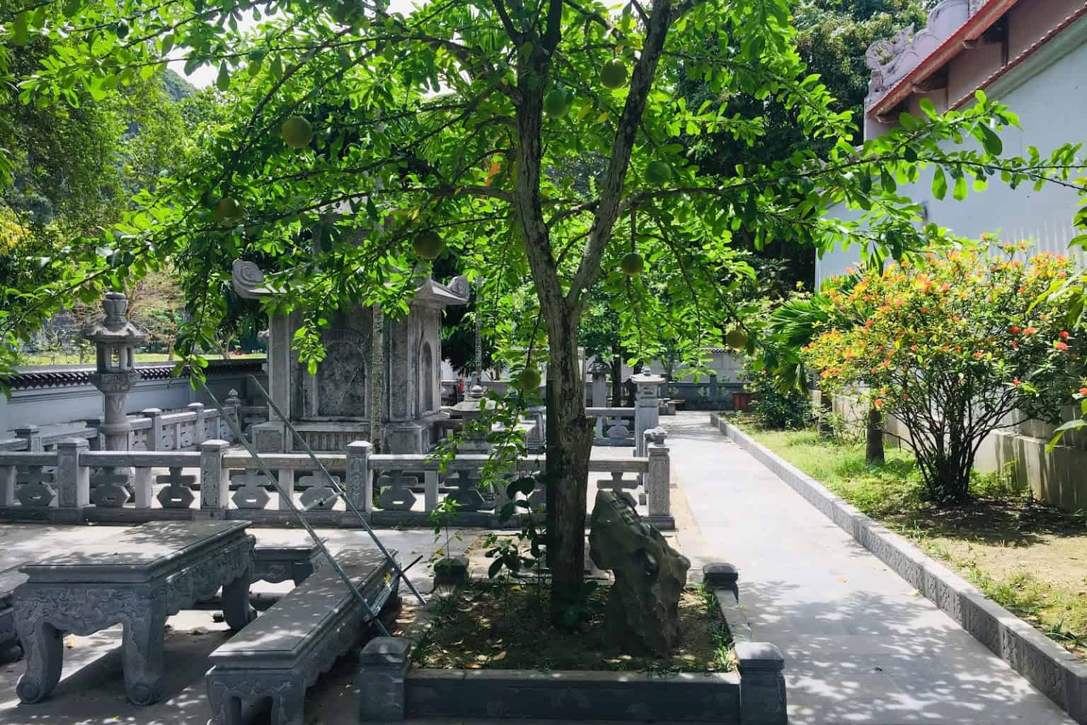 Inside Thai Vi temple
