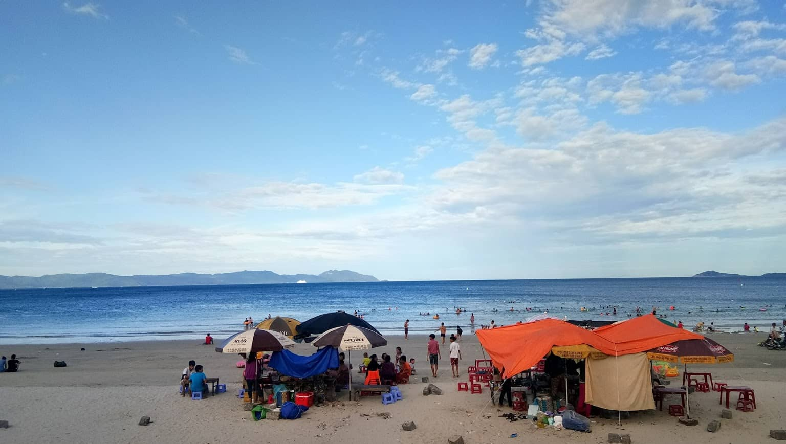 Activities in Doc Let beach