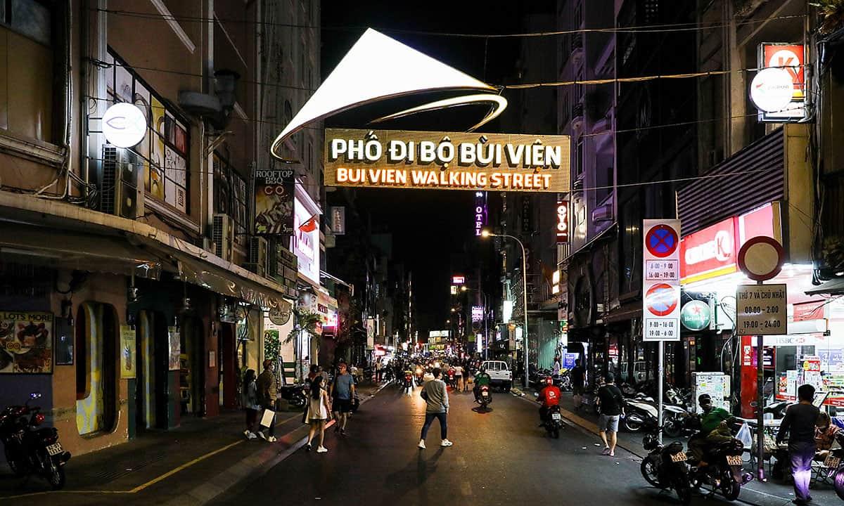 Eating in Bui Vien street
