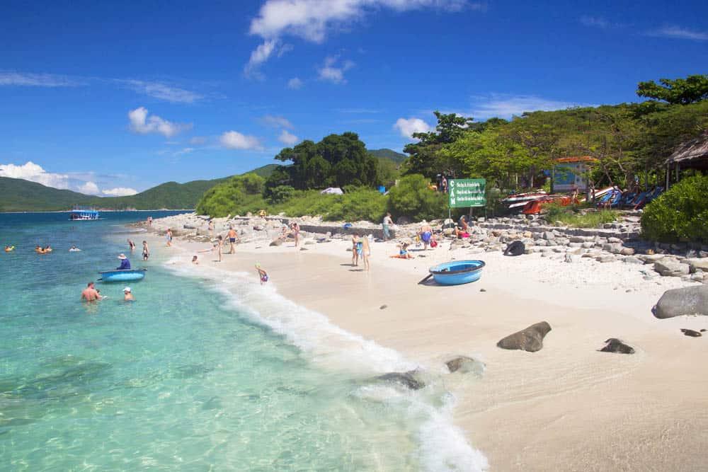 Explore islands in Nha Trang  surrounding Doc Let beach