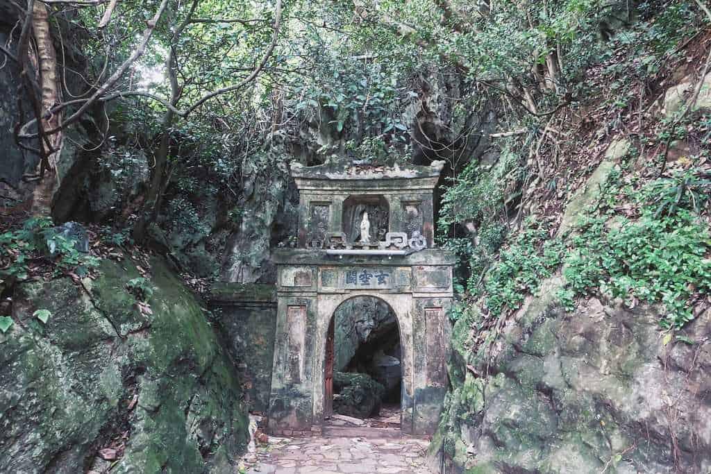 History of Hoa Nghiem cave