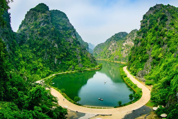 What to see in Tuyet Tinh Coc Am Tien