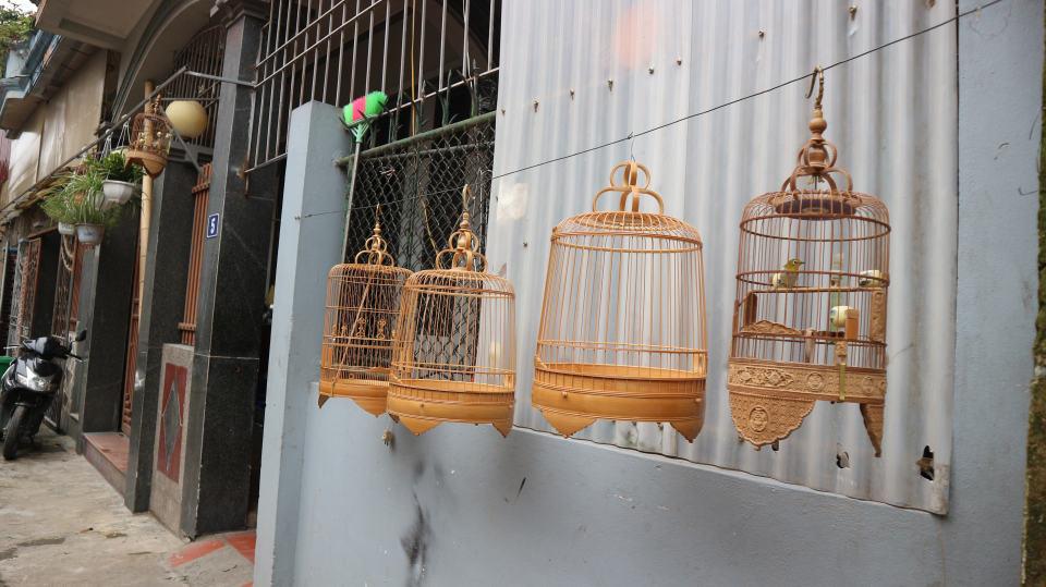 bird cage in Vac village